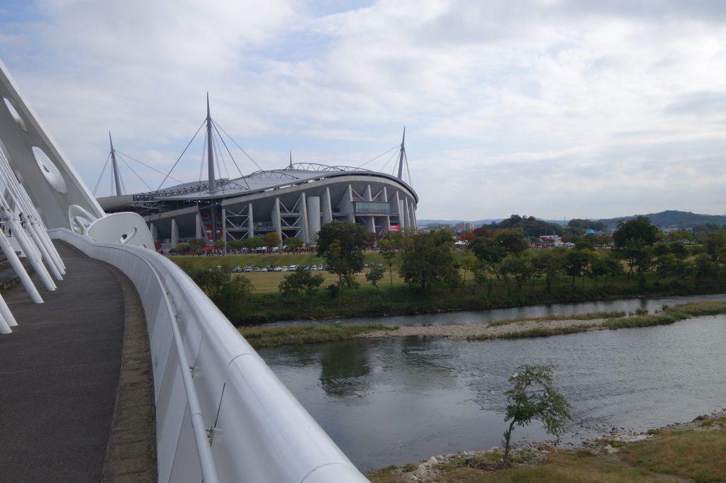 矢作川と豊田スタジアム