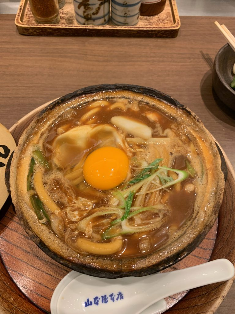 煮込うどん山本屋本店の名古屋コーチン入り味噌煮込みうどん