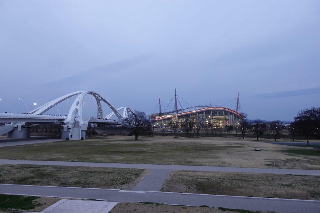 豊田大橋と豊田スタジアム