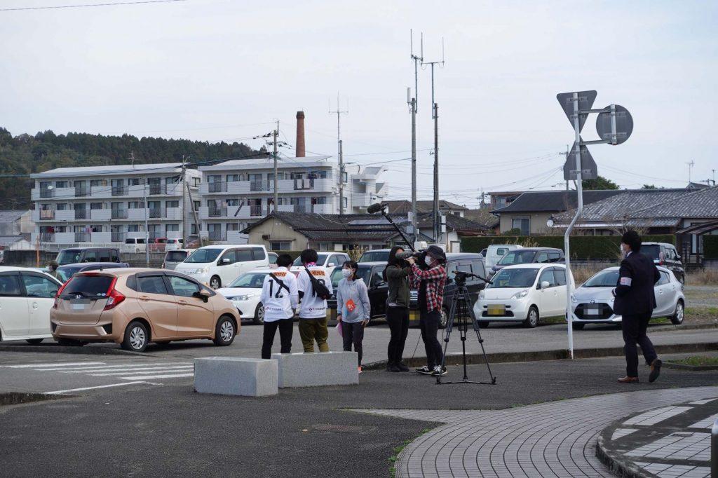 日向新富駅前