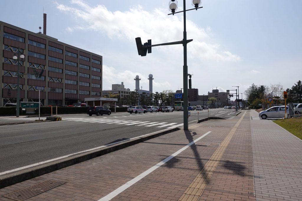 秋田市庁舎前