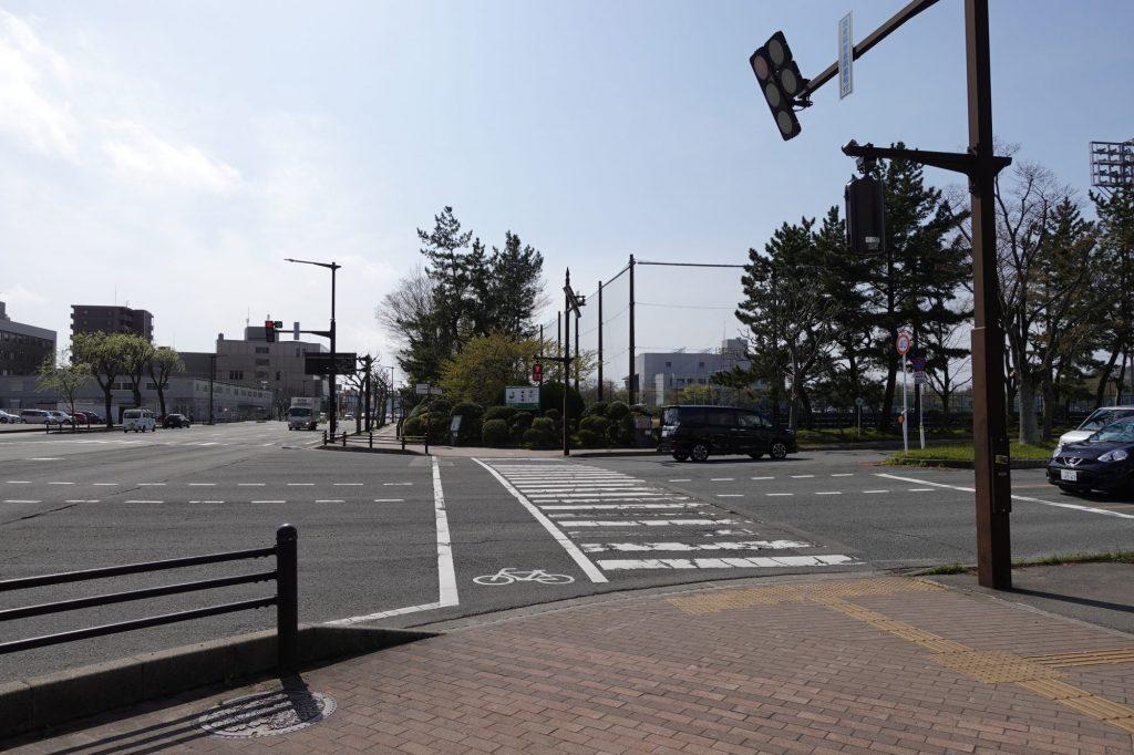 秋田県庁前交差点