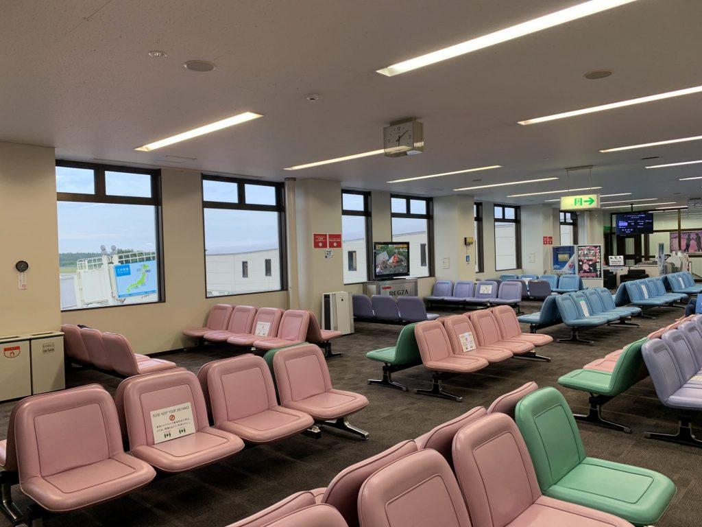 三沢空港の出発ロビー