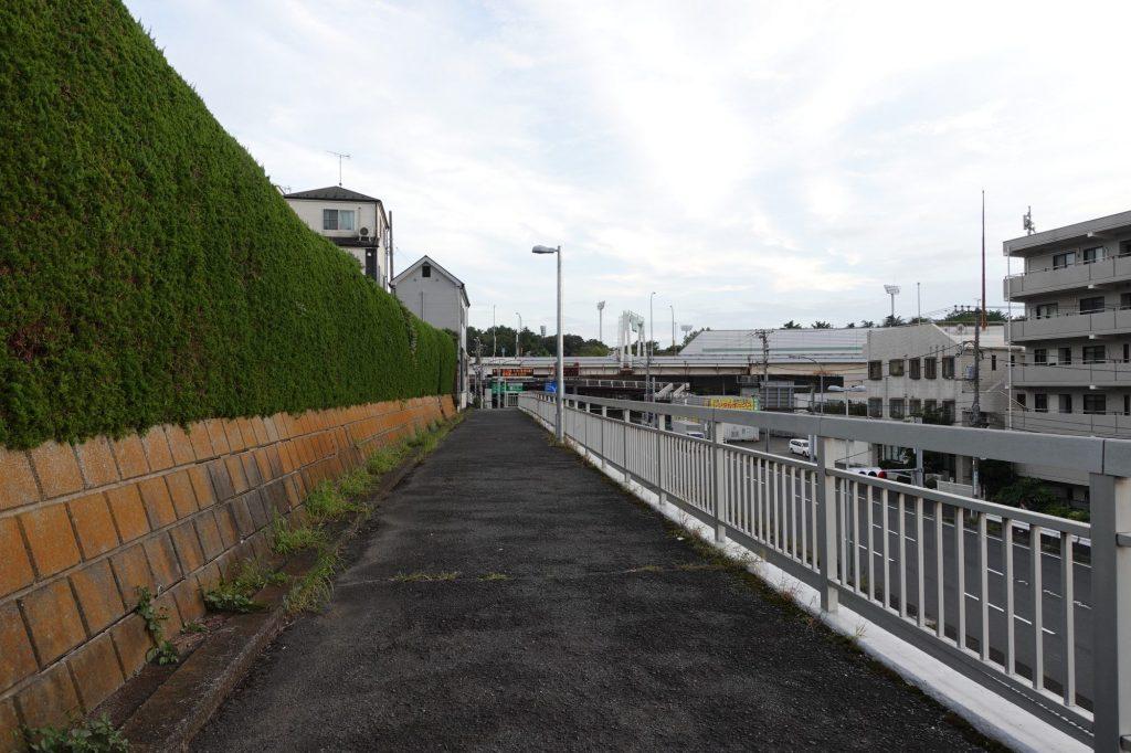 三ッ沢上町駅からニッパツ三ツ沢球技場へ