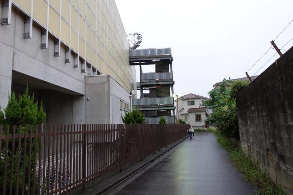 浦和駒場スタジアムのバックスタンド前