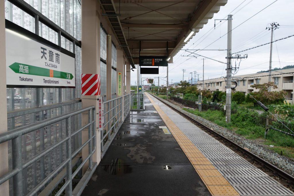 天童南駅のホーム